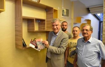 Narlıdere Belediyesi'nden kahvehanelere kitaplık!