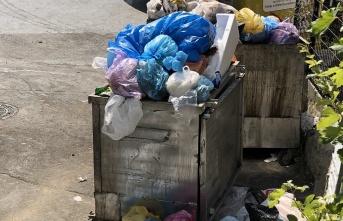 Maltepe'de çöpler kutulardan taşmaya başladı