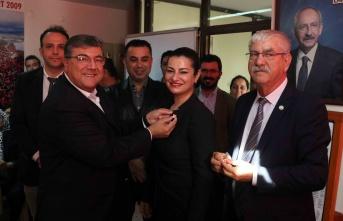 Üyelik rozeti takan CHP'li Sındır:  Partimiz iktidara yürüyor