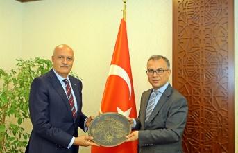 Rektör Karasar'dan Kaymakam Tiryaki'ye hayırlı olsun ziyareti