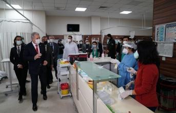 Rektör Budak, sağlık çalışanlarının yeni yılını kutladı